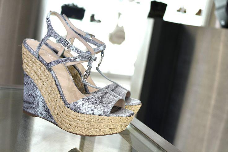 •SALDI• Fatti guidare dal tuo gusto per un nuovo outfit!  Ti piace il sandalo Michael Kors? 😍💓  ➡️ http://goo.gl/6MauNy  #michaelkors #sandalo #mkshoes #scarpe #donna #adoro #giallo #estiva #comode #sandali #scarpedonna #mia #scarpenuove #primavera #outfit #estate #scarpa #taccoalto #tacco #moda #bella #moda #eleganti #comoda #belle #bellissima #colorata #amore #molise
