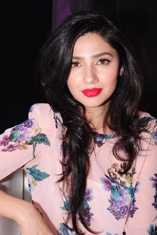 Who said pink, and red can't work? Mahira Khan.