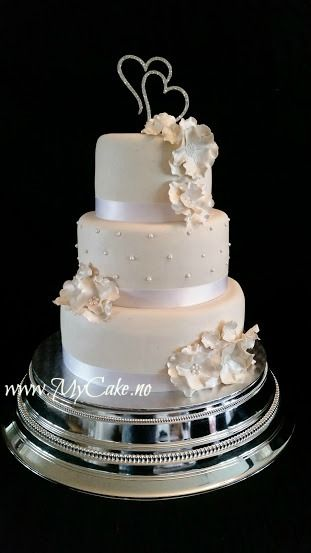Wedding cake Three layers white www.mycake.no https://www.facebook.com/pages/Mycake/518427724909847
