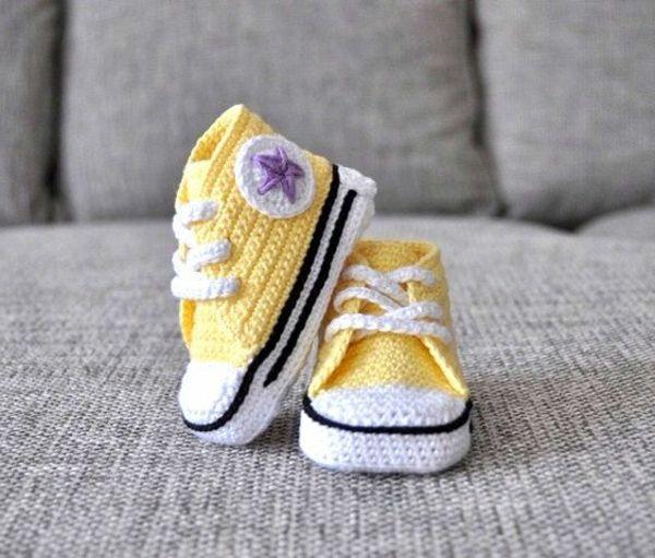 Babyschuhe häkeln - 100 wunderschöne Ideen!   Baby chucks ...
