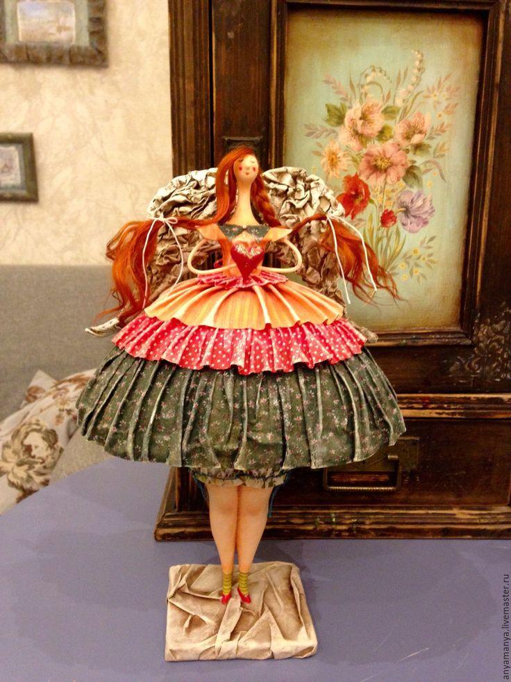 Купить или заказать Ангел девочка в интернет-магазине на Ярмарке Мастеров. Ангел девочка выполнен в смешанной технике . Голова ,ноги вылеплены из паперклея. Туловище папье Маше,одета в грунтованный текстиль ( американские,японские хлопки) .Росмись :акрил,пастель.Трессы натуральные выкрашенны вручную.Проволочный каркас.