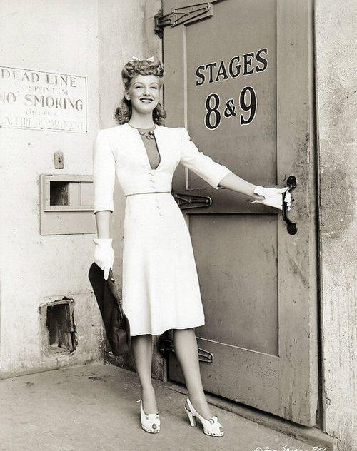 40s fashion LOVE! Ann Savage