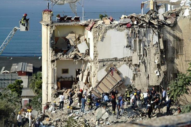 Νεκροί εντοπίστηκαν και οι 8 αγνοούμενοι μετά την κατάρρευση κτιρίου στη Νάπολη