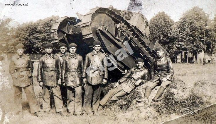 """Polish tankers in the background of the tank """"Renault FT-17""""."""