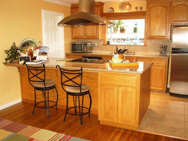 Kitchen peninsula stove kitchen oak cabinets oak - Kitchen peninsula with stove ...
