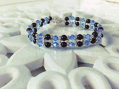 Bracelet fait main femme, composé de perles en cristaux bleu, de perles en verre de bohème et de perles en métaux (sans nickel). Le bracelet est ajustable grâce à sa chainette. Il mesure au plus court 18cm et au plus long 21.5cm. Envoyé avec un emballage pret à offrir. FRAIS DE PORT OFFERT