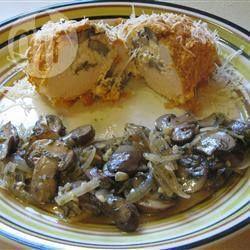 Foto recept: Kiprolletjes gevuld met kaas en champignons