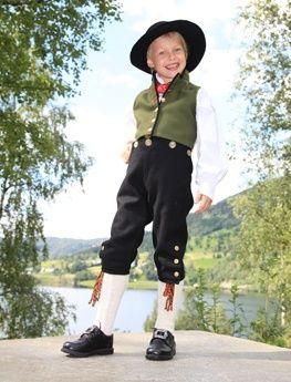 Sunnfjordbunad - ei skreddarsydd tradisjonsdrakt frå Sunnfjord » Sunnfjordbunaden - Traditional Norwegian clothing