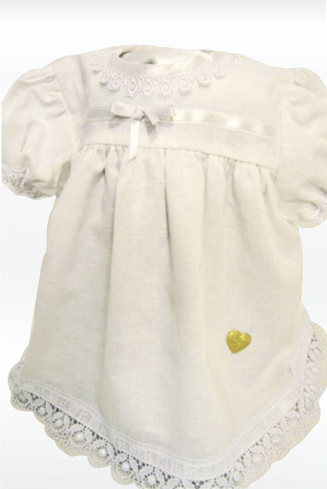 Linkjolen Liljekonvall er en nydelig festkjole til den lille prinsessen. Passer perfekt til navnefesten, etter dåpen eller andre festlige anledninger. Kjolen er i hvit, lettstelt lin med sølv-og gullhjerter på.