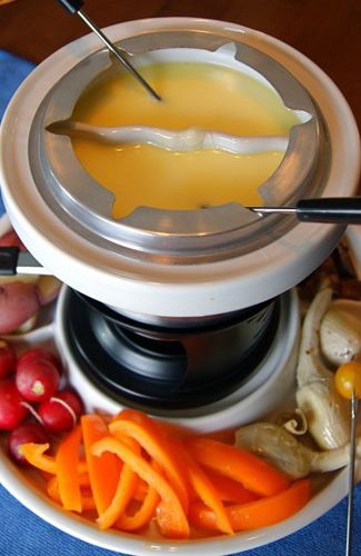 Cheese Fondue Appetizer / www.seasonalandsavory.com