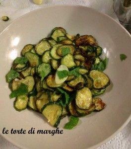 Per la ricetta vi mando al mio blog http://blog.cookaround.com/letortedimarghe/zucchine-scapece/
