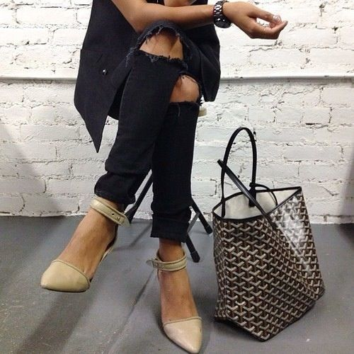 Stylish essentials don't come better than a pair of black skinnies, nude kittens and a Goyard shopper....x