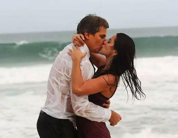 Relembre os melhores beijos das novelas Home Fotos Glauco (Edson Celulari) e Lurdinha (Cléo Pires) foram envolvidos num relacionamento polêmico devido à diferença de idade e deram o que falar em América (2005).