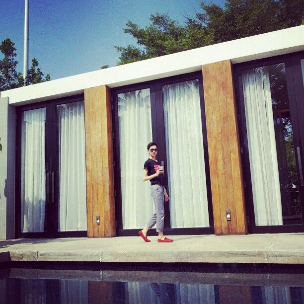 pool villa.