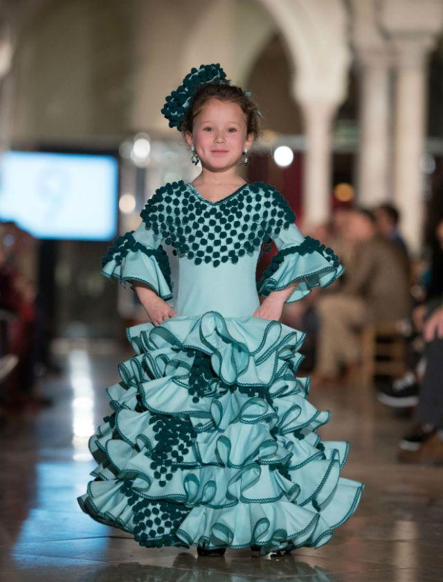 144a3581c3 Desfile de trajes de flamenca para niñas de Nueve en VIVA by WLF. Foto   Aníbal González