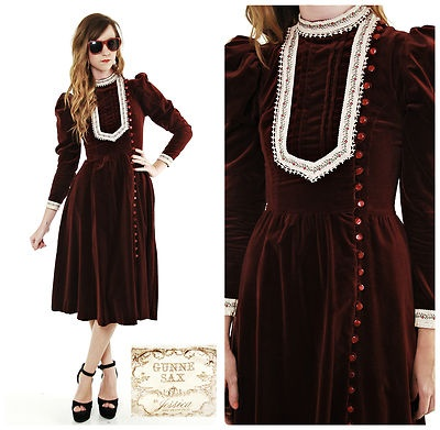 In one of the dinner date scenes, I have Les wearing a Gunne Sax. This is close to what I had in mind. Thanks to the Pinterest Board with this dress!