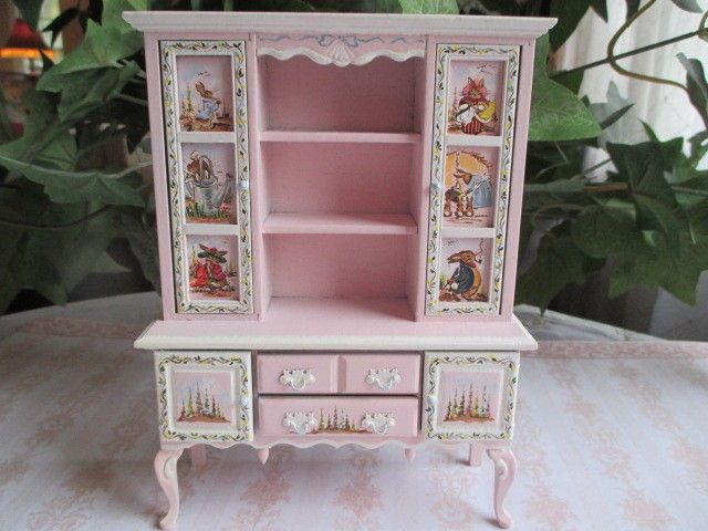 Delightful Dollhouse Miniatures Karen Markland Beatrix Potter Hutch W Painted Glass  1992