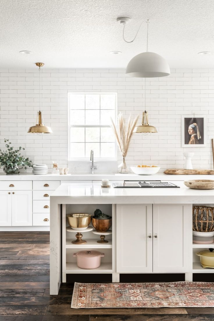 A Florida Designer Reinvents Her Kitchen By Removing The Upper Cabinets Kitchens Without Upper Cabinets Kitchen Cabinet Colors Rustic Kitchen Design