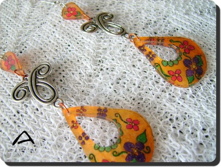 Floral charm shrinkie earring with tibetan silver • by aproize • Tuli buli zsugor függő tibeti ezüsttel