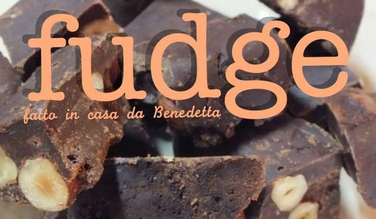 Ricetta dei Fudge al cioccolato, cioccolatini americani al cioccolato e nocciole. Dolcetto molto semplice da confezionare e regalare, ricetta facile