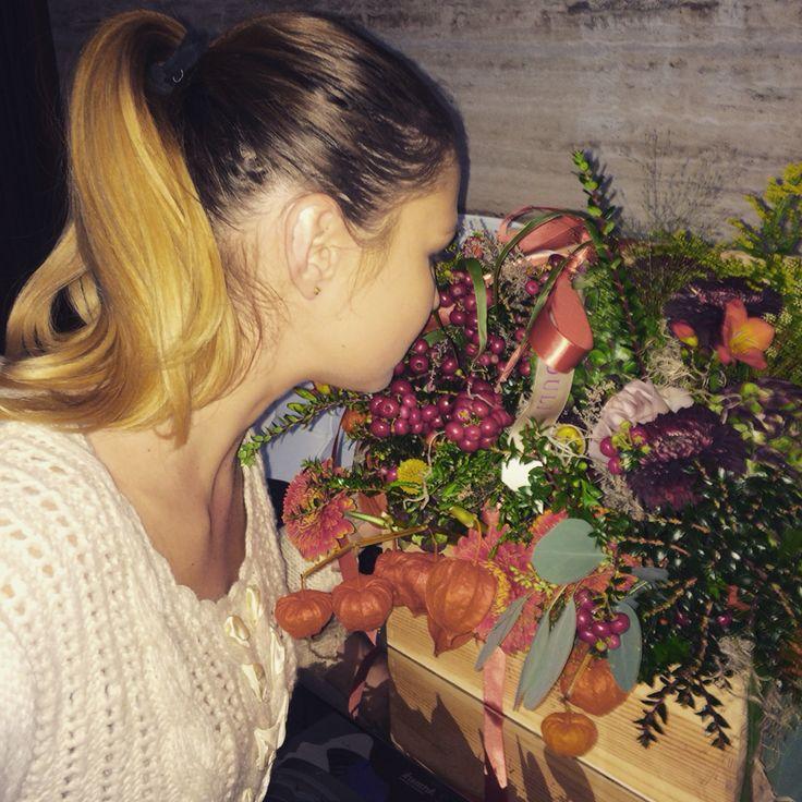 #lovelyday #lovelyflowers #lovelypeople #lovelyplace #lovelyfeeling #admiration #whenmysistersbirthdayireceiveflowers