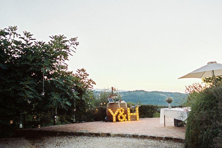 wedding in italy - wedding in tuscany - wedding decor - wedding lights - wedding decorations - candles - wedding signs ph. Amanda Drost