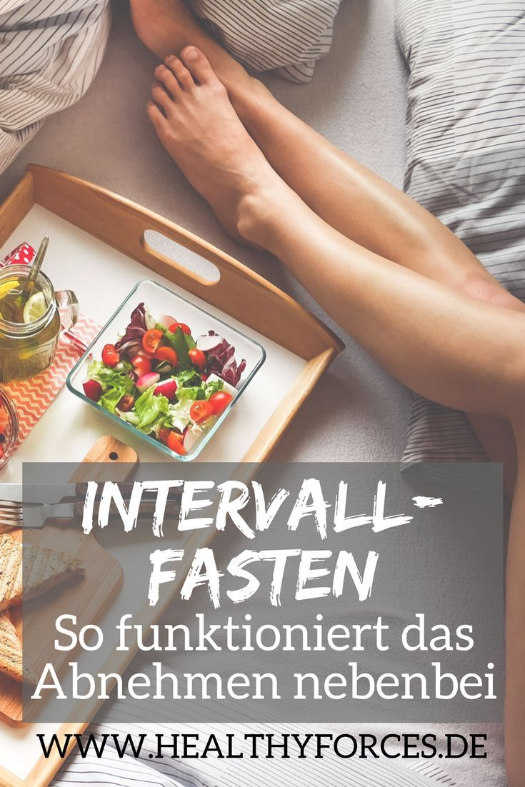 Beim Intervallfasten kannst du 8 Stunden am Tag normal essen und fastest anschließend 16 Stunden lang. Das kurbelt deine Fettverbrennung an und du nimmst ganz ohne Kalorienzählen ab - lies hier, wie es geht.