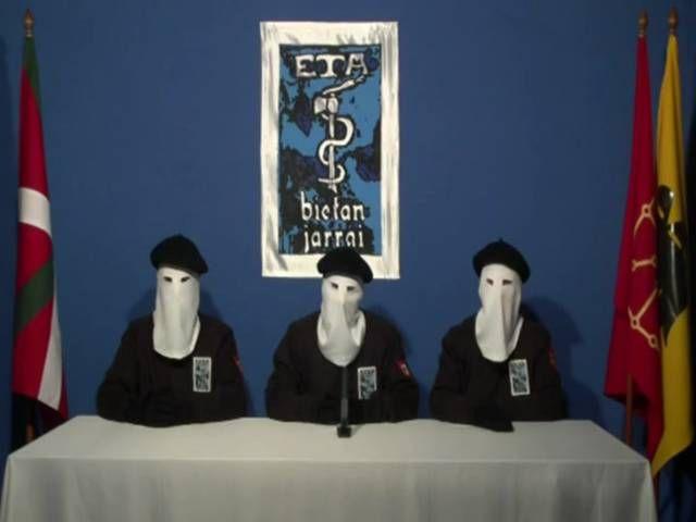 Fin de 43 años de terrorismo? Miembros del ETA anunciando el cese definitivo de violencia terrorista,