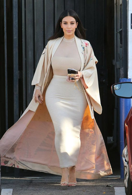 Kim Kardashian is seen stopping by the Epione Skin Care Center in Beverly Hills, California, 28 April 2016