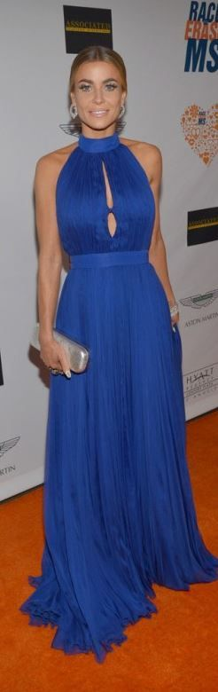 Who made Carmen Electra's blue pleated gown?