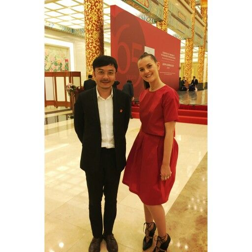 At yesterday's event, celebration of 65 years of diplomatic relations between Denmark and China. Here with famous Chinese TV hostWāng Hán - 汪涵. Fantastic evening☺ #汪涵 #Wāng Hán #tvhost #China #Denmark #embassy #Beijing #65years #celebration #gittesoee #jewellery  www.gittesoee.com