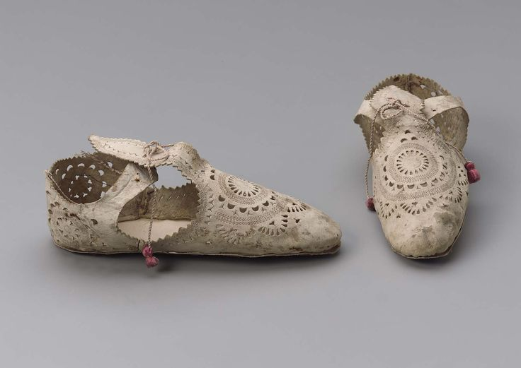 1605-1610, Europe - Pair of women's shoes, unfinished - Tooled leather and silk cord and tassels