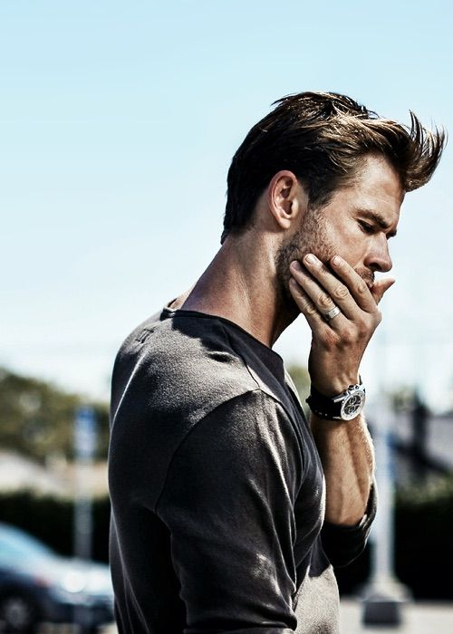 #ChrisHemsworth. Hands. Man jewelry.
