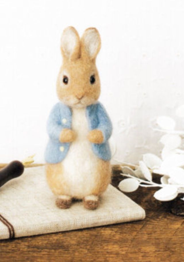 Adorable peter rabbit needle felt, This is precious!!