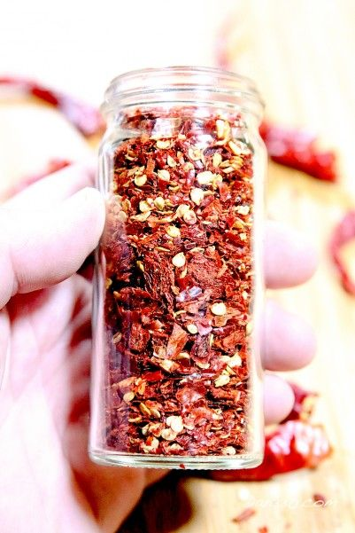 How to make dried cayenne pepper flakes from your garden