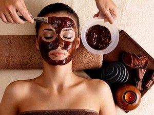 Masque  visage :  3 carrés de chocolat noir + 1 cuillère à café de lait+ 1 cuillère à café de miel