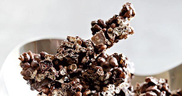 Crispy choko crunch with dried fruit and dark chocolate - Julekonfekt i den sunde ende