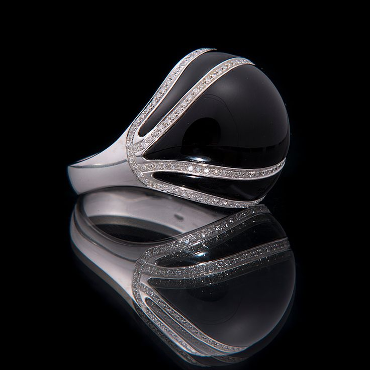 18K White Gold Onyx ring with Diamonds. Exquisite!