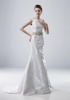 Gorgeous & simple #wedding #gown #bride #weddings