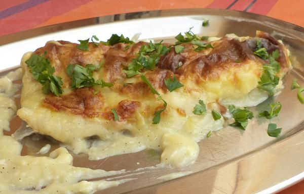 Μπακαλιάρος με κρούστα πατάτας και σκόρδου