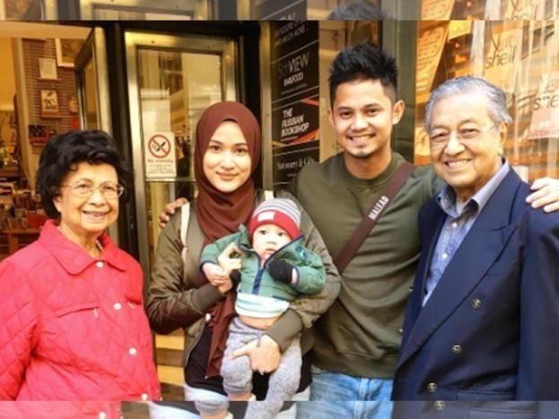 Hairul Hanis jumpa Tun Mahathir di London (gambar & video)   Baca lagi  Gosip