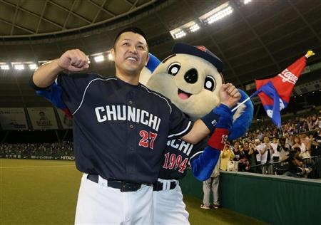 Motonobu Tanishige and Doara (Chunichi Dragons)