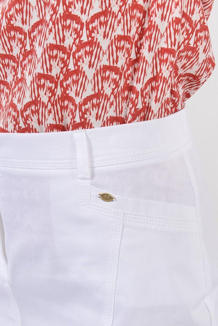 Purdey bis jupe courte - Antonelle Réf : 17JU6111 Jupe crayon en coton PURDEY. Habillée de passants à la taille pour ceinture, la jupe à la coupe ajustée est dotée : de deux poches devant et dos. Elle se ferme à l'aide d'un crochet et d'un zip sous patte. Elle s'associe avec tous vos tops et chemises. #Antonelleparis #clothing #jupe #droite #blanc #lookoftheday #newlook #moda #womenswear #summer #ss17