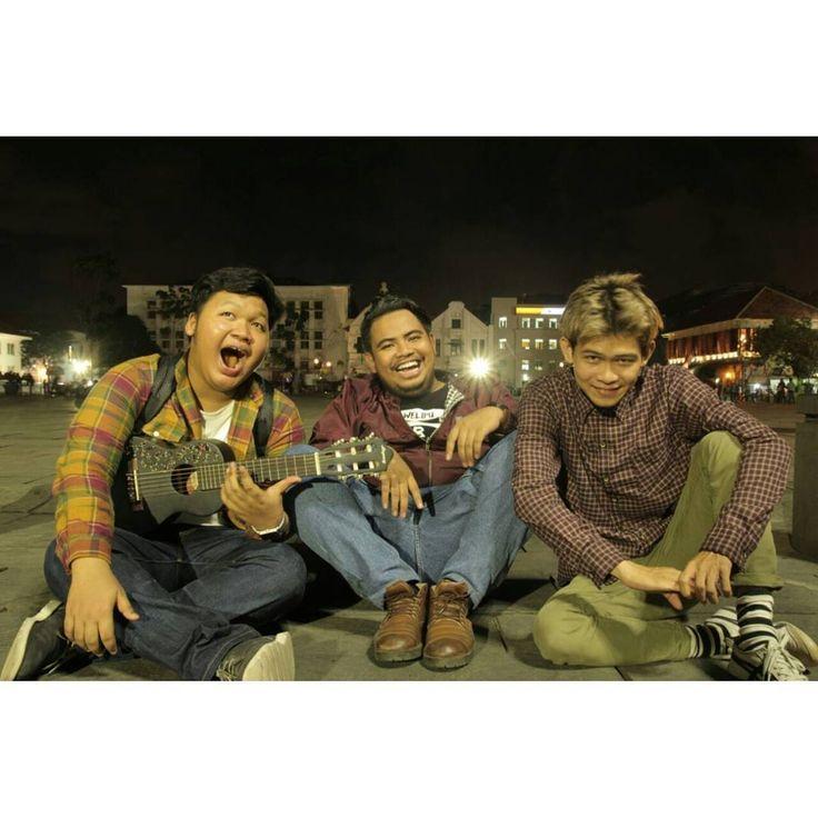 "818 Likes, 10 Comments - Muhammad Rizki Rakelna (@rigensih) on Instagram: ""Abis selesai nonton film pendek #TemanMurni - Arti Gong Xi Fa Cai dari #BearBrand Asli, filmnya…"""