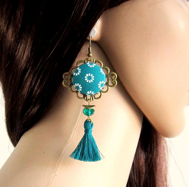 Boucles d'oreilles bohème chic vert émeraude, bronze, pompon, cabochon en coton, cristal : Boucles d'oreille par color-life-bijoux