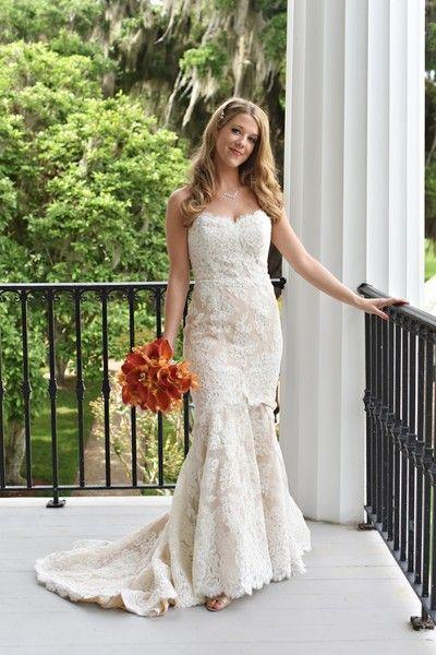 Ein atemberaubendes Brautkleid aus Spitze von Anne Barge von Kleinfeld Bridal! {Donn …   – Wedding Dresses