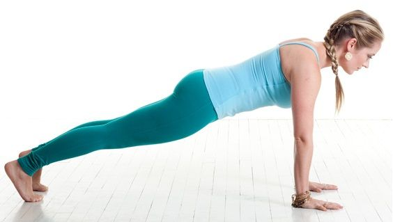 La planche est très certainement l'exercice au poids du corps le plus connu de tous. Malheureusement, il est peu ou mal utilisé, pourtant son efficacité n'est plus à démontrer. Renforcement du tronc commun, de la sangle abdominale, du dos, mais aussi des épaules, bras et fessiers, elle est un exercice complet que nous considérons comme …