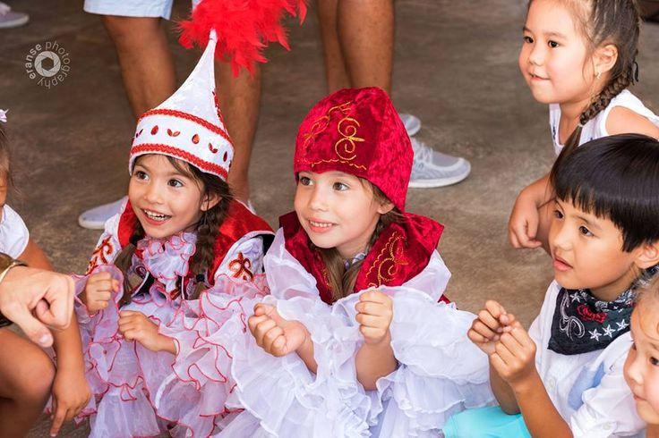 """Детей рожденных в этот месяц принято было называть именами , производными от слова """"Наурыз"""", например мальчиков - Наурызбай или Наурызбек, а девочек - Наурыз или Наурызгуль и т.д."""