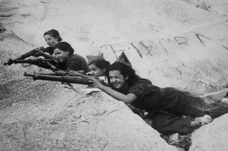 Francotiradoras en las trincheras, luchando por el Gobierno del Frente Popular.