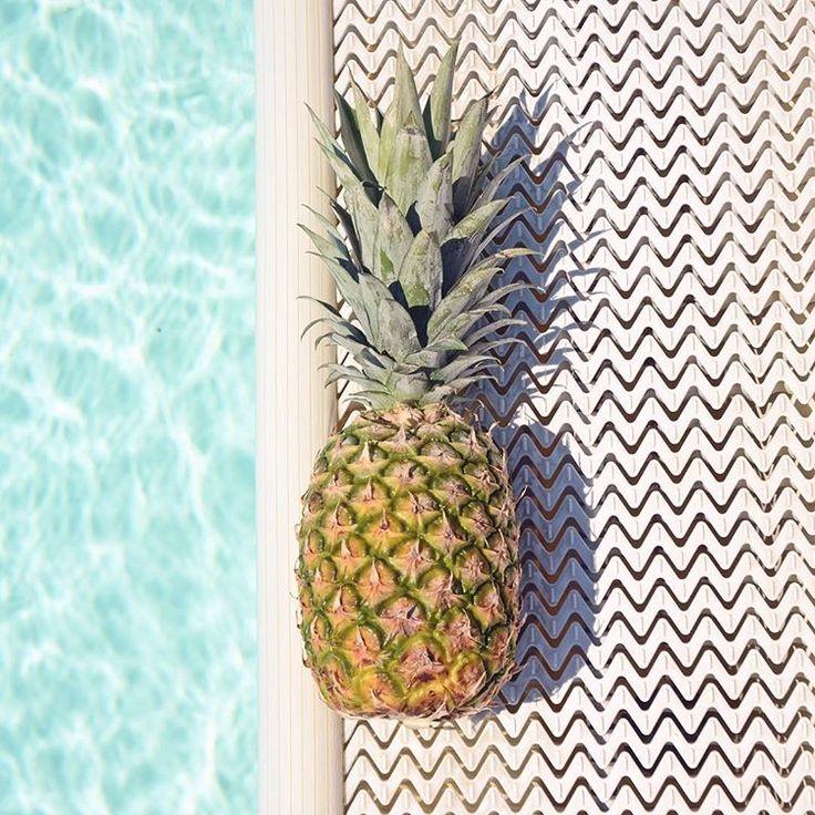 #pineapple #ananas #minimalphotography #summer